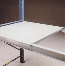 Plukkehylde i stål for IPE bjælker.