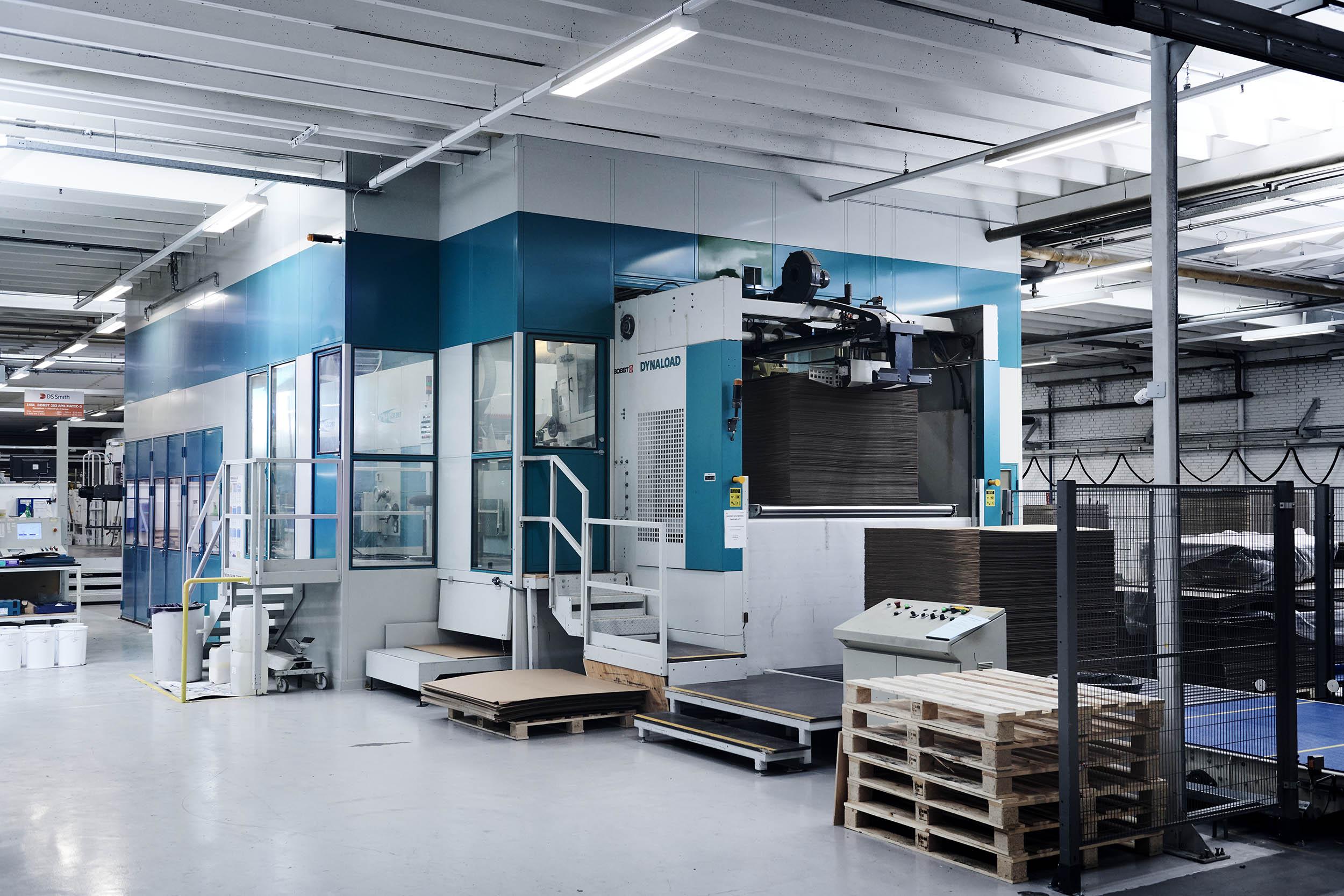 Gulv til loft maskinindkapsling, farve er valgt, så den matcher maskinens farve, stort set alle Ral farver er mulige