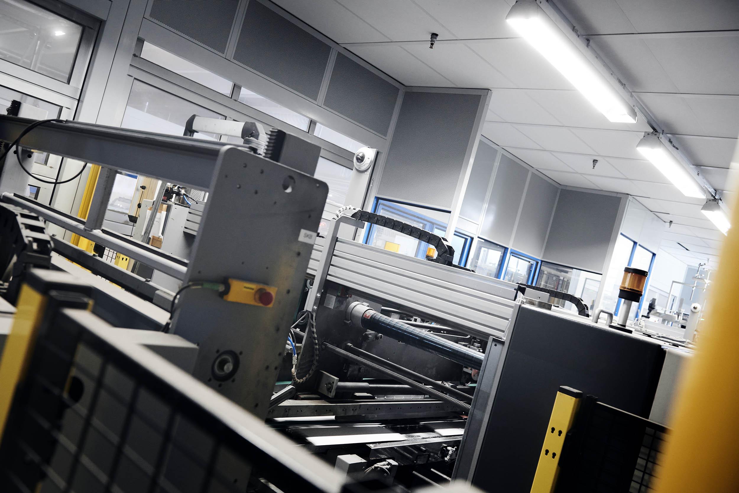 Indkapsling af maskine set indefra, bemærk akustik reguleringen.
